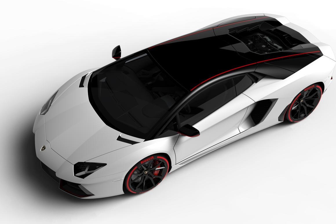 The Pirelli Edition Aventador is powered by the same 515 kW (700 hp) V12 as standard Aventadors