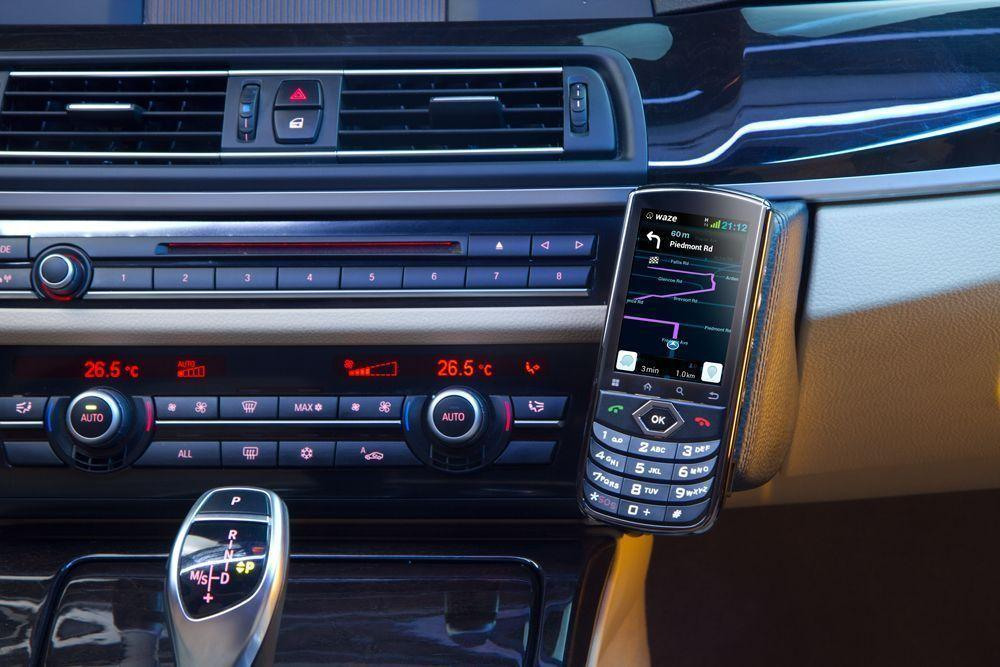 Using an existing phone number by way of a twin-SIM card, the VOYAGER can be easily installed in any car
