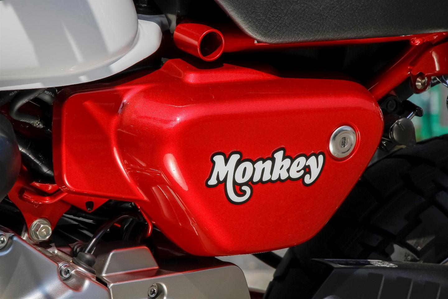2018 Honda Monkey: cute font, guys