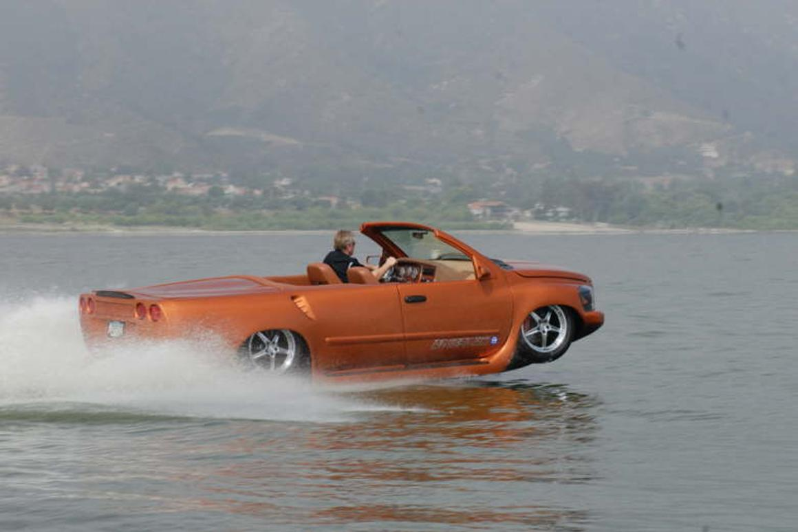 Massive performance on land or sea - the amphibious WaterCar