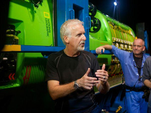 James Cameron talks with the crew of the Deep Challenger(Photo: Mark Thiessen/National Geographic)