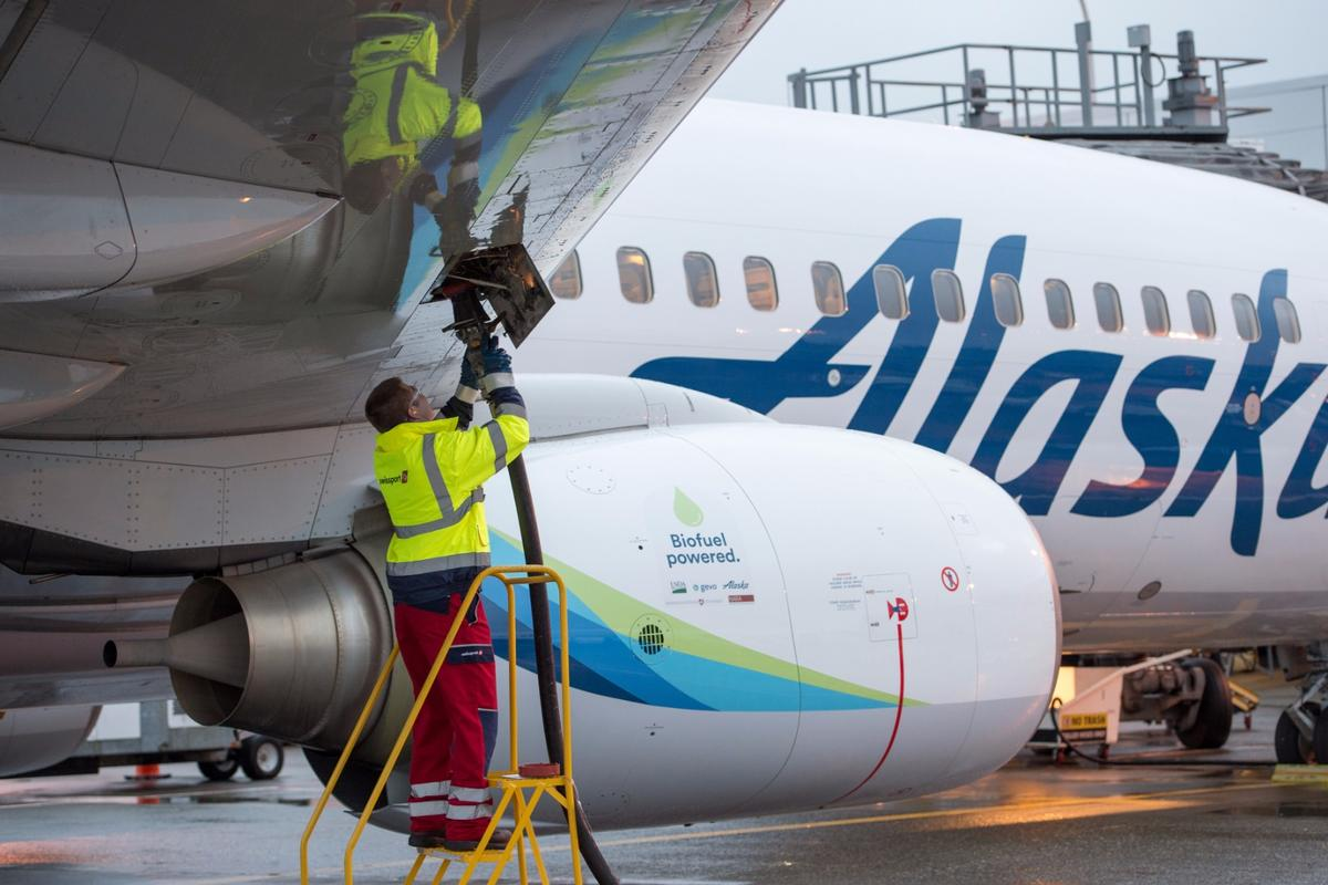 Fueling up a commercial flight with locally sourced biofuel
