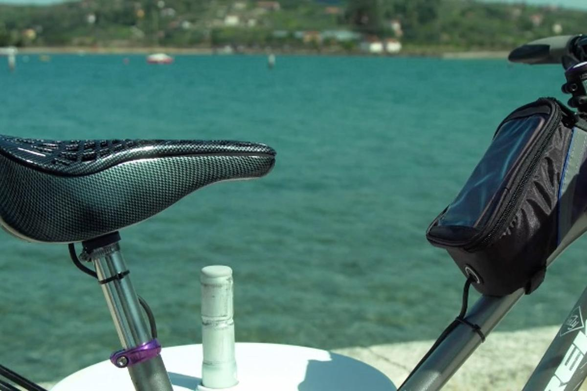 The Sweet Saddle is powered by a hard-wired battery pack, carried in a separateframe bag