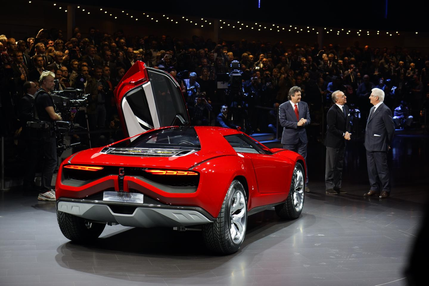 The Giugiaro Parkour coupé is powered by a V10 5.2‐liter petrol engine