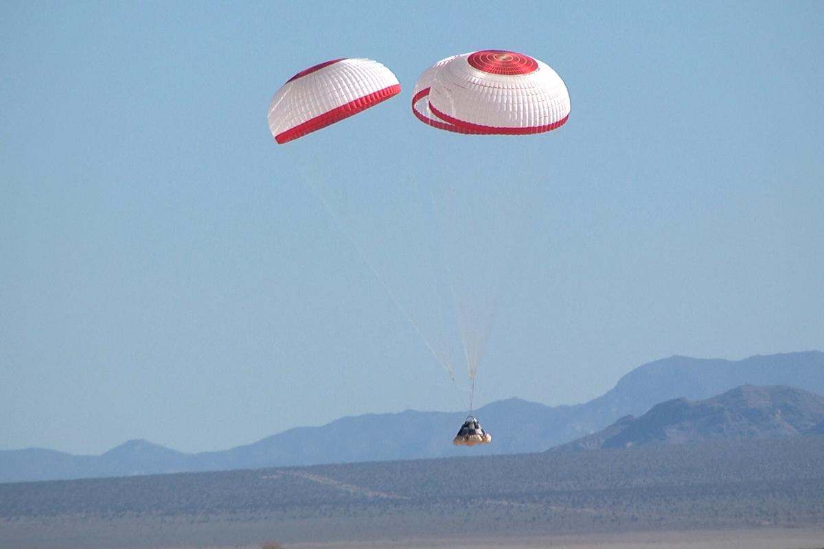 The CST-100 parachute drop test carried out in Nevada (Photo: Boeing)