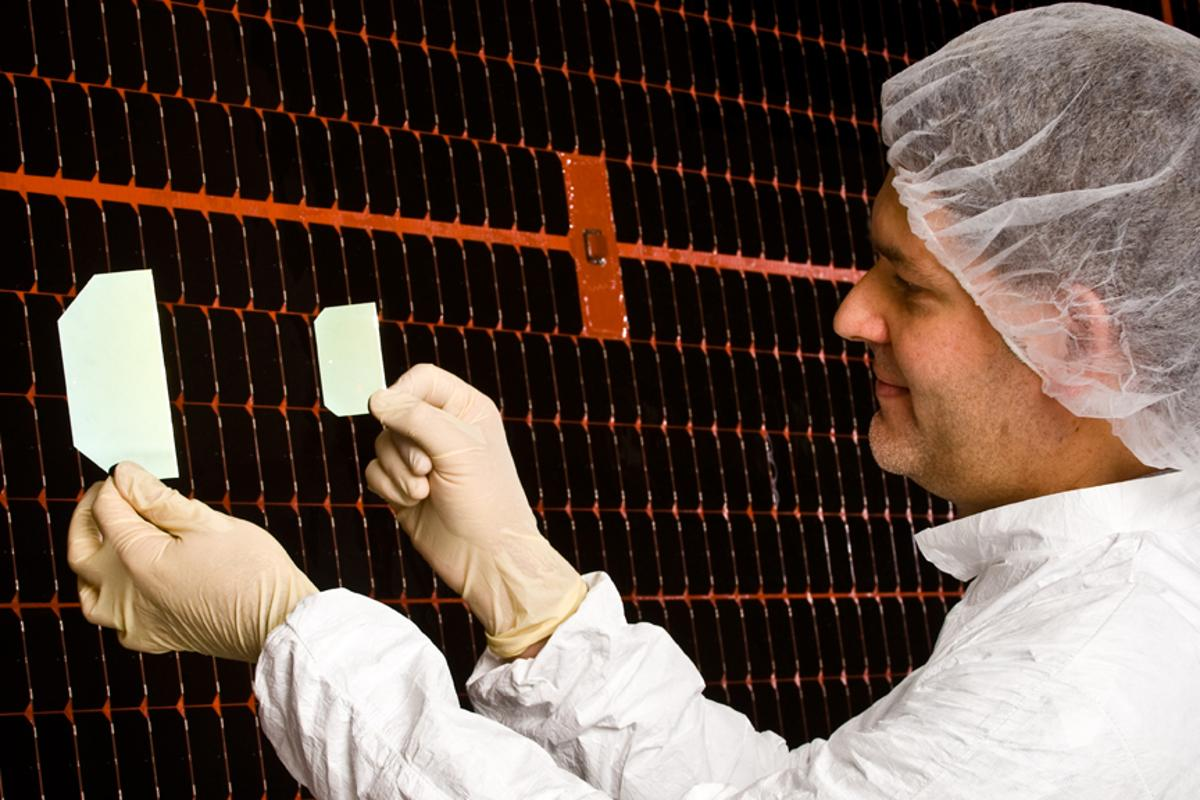 Boeing subsidiary Spectrolab has announced it will mass-produce a 39.2 percent efficiency solar cell
