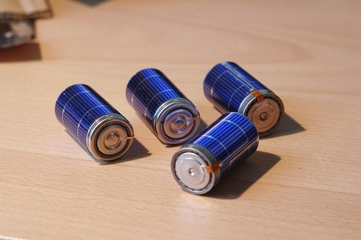 The solar rechargeable battery
