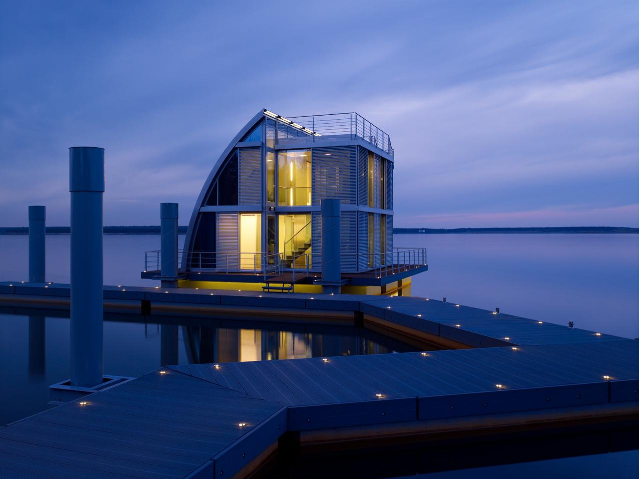 Steeltec37's Module House Ark (or floating home) is a building design that contrasts formally and functionally with conventional homes