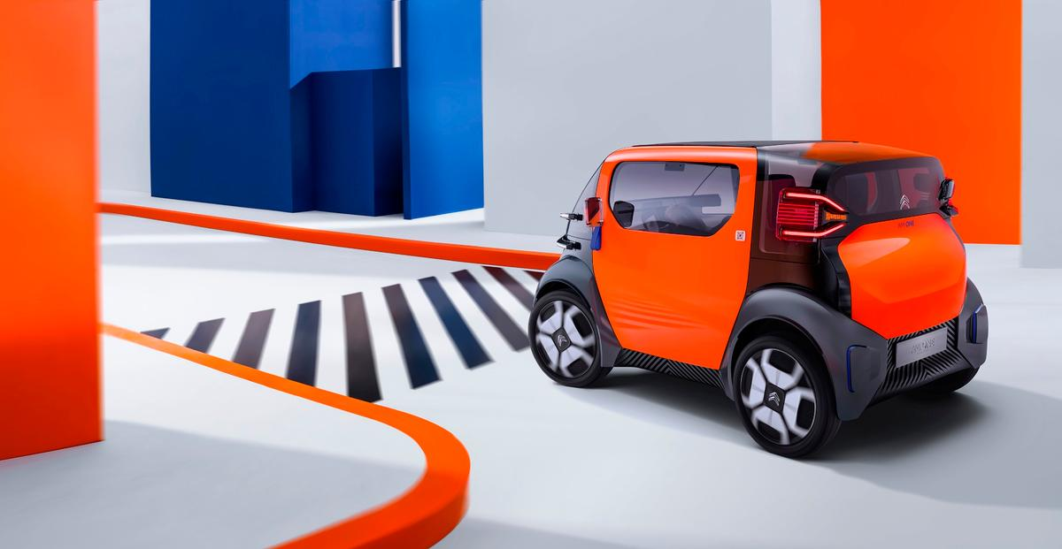 Citroën imagines its 425-kg (936-lb) Ami One scooting around city centers without too much trouble at all