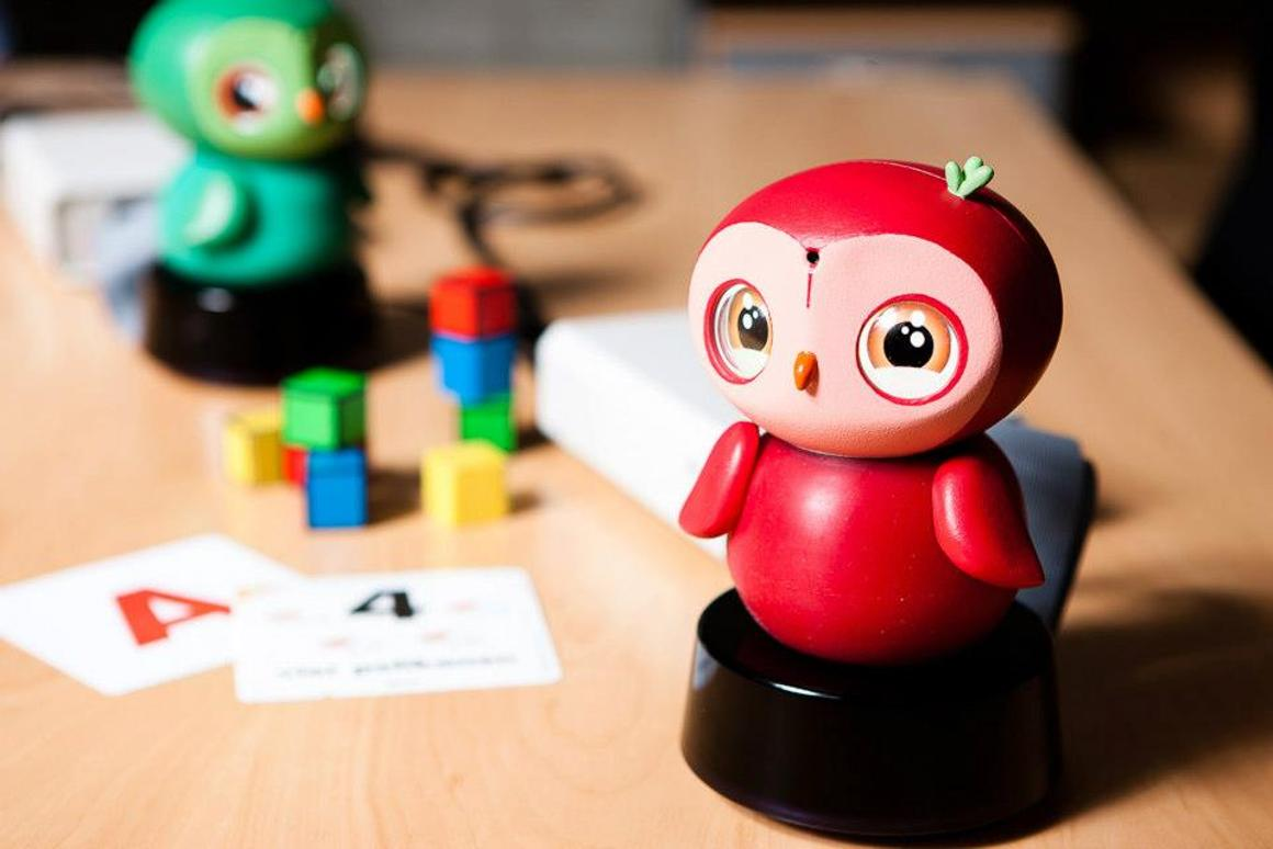 ixi-play is capable of face, color and voice recognition
