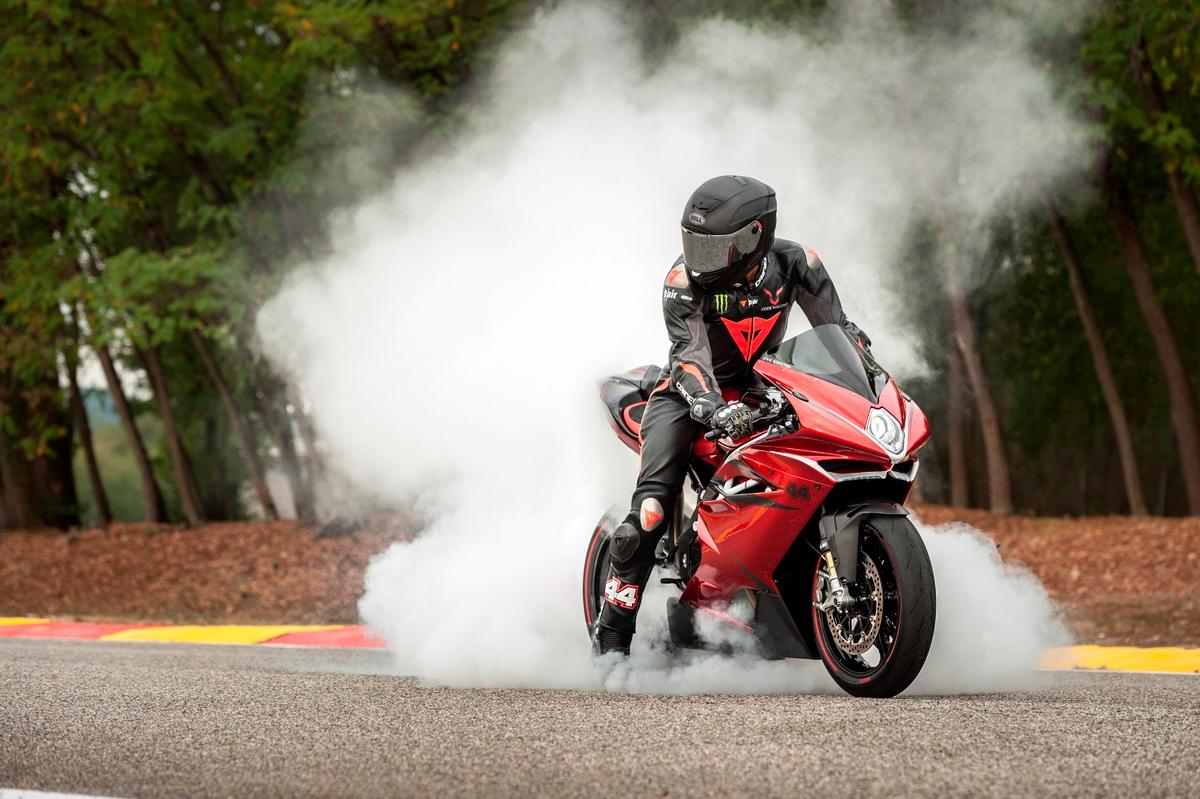 MVAgusta andLewis Hamilton partner up for a very limitedF4 LH44 model