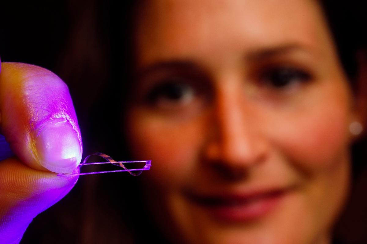 Eindhoven researcher Anne Hélène Gélébart holds the walking device
