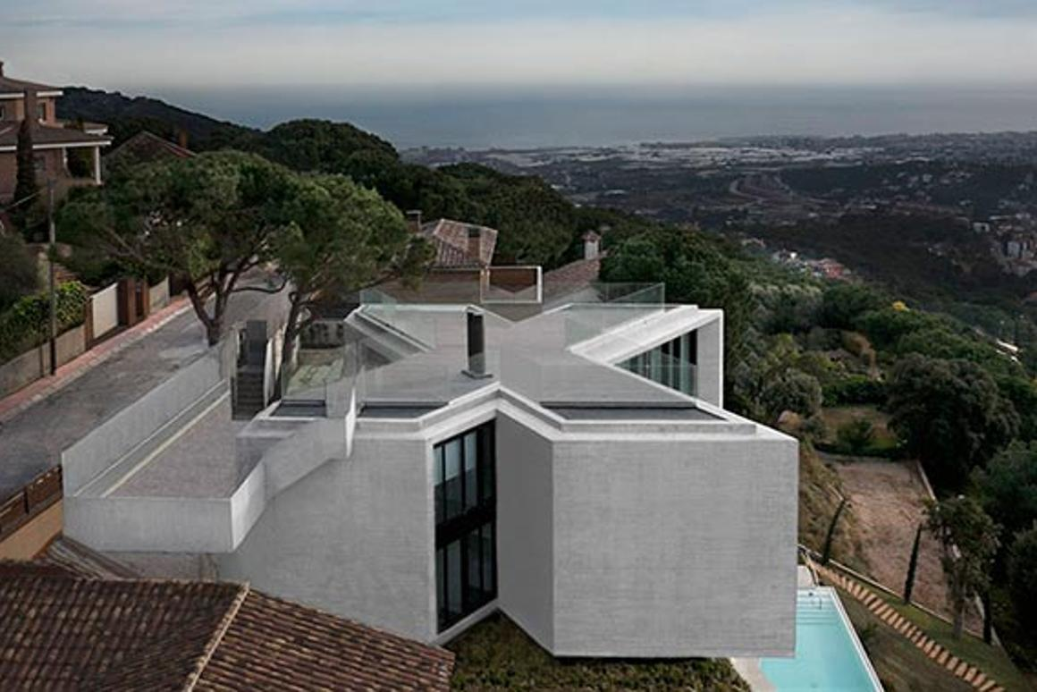 X House from Cadaval & Solà-Morales is a unique building, shaped so as to make the most of the incredible landscape surrounding its plot