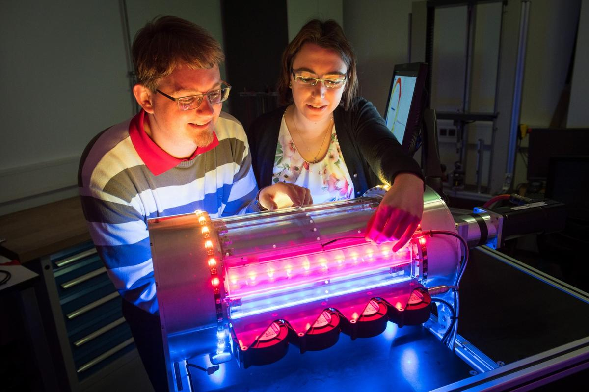 PhD students Felix Welsch and Susanne Marie Kirsch with the first machine that cools air with nickel-titanium muscles