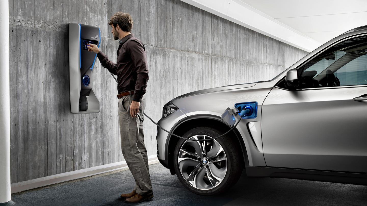 The Concept X5 eDrive is equipped with a charging cable that's carried in the vehicle
