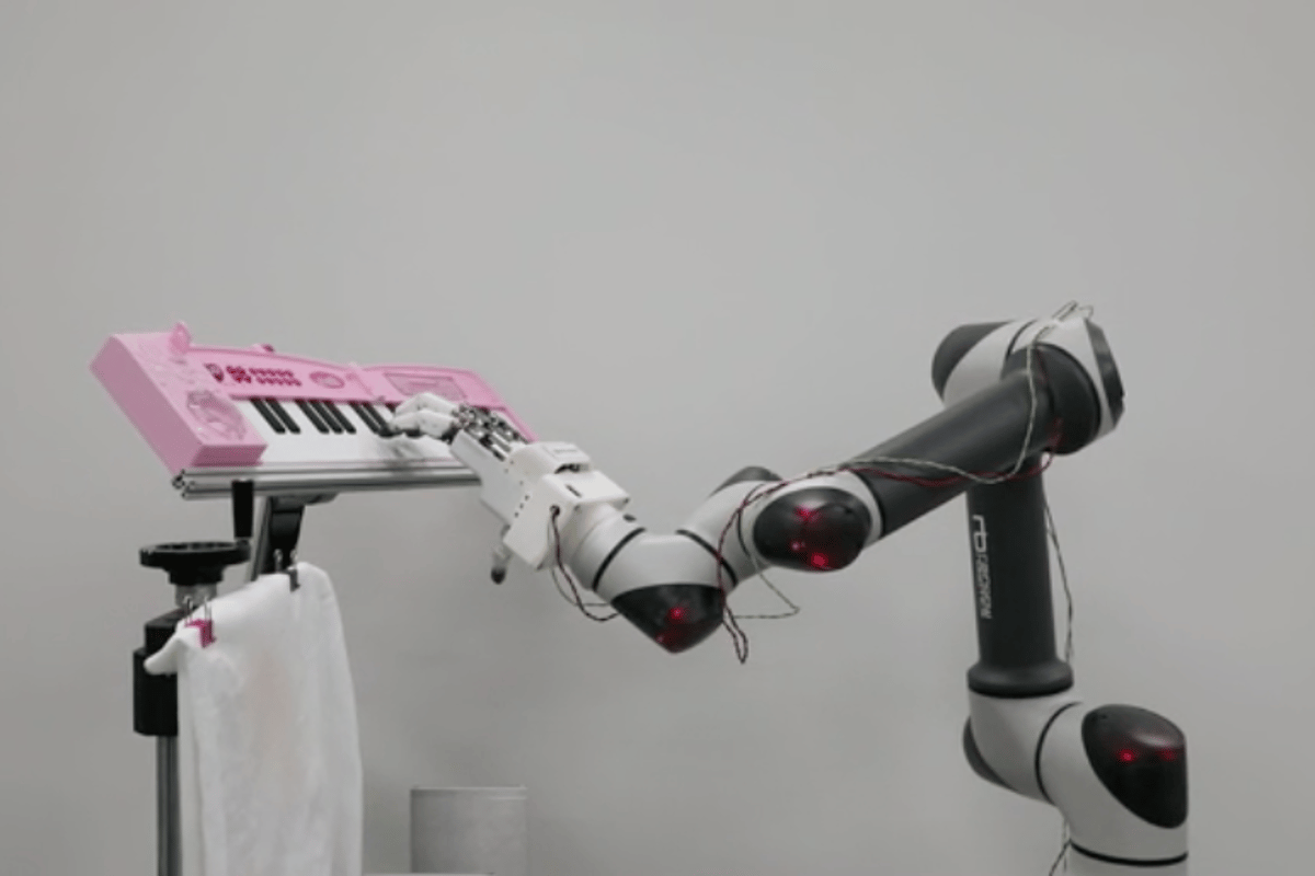 A new robotic hand developed at the Korea Institute of Machinery & Materials in action on the piano