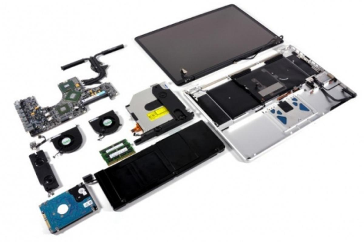 17-inch unibody MacBook Pro in pieces