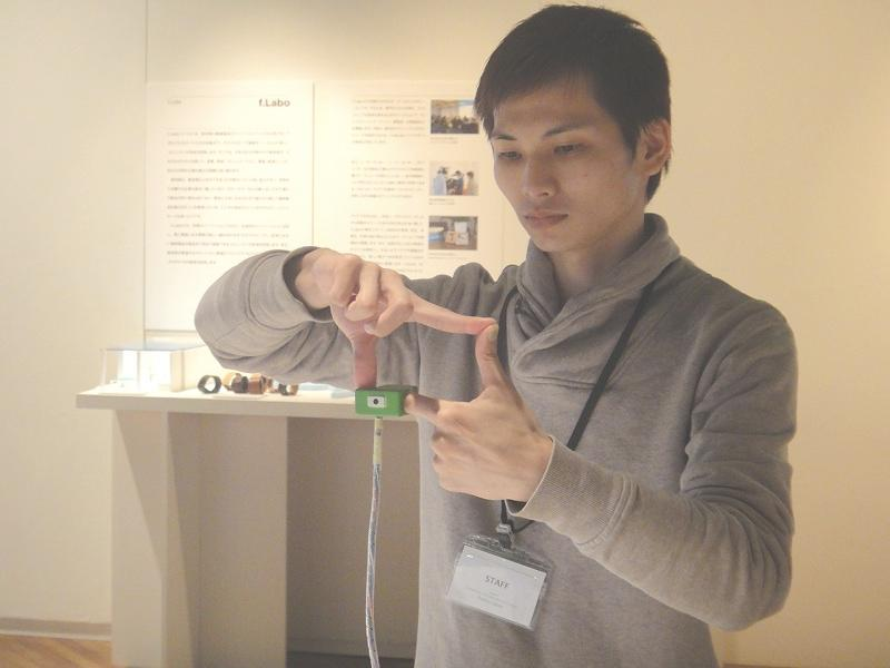 Ubi-Camera lets your fingers do the framing(Photo: DigInfo)