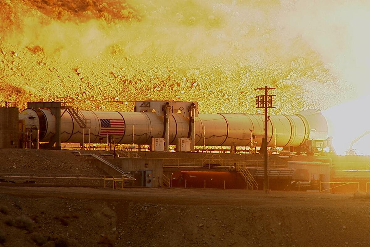 The SLS solid fuel booster pictured during its two-minute certification test (Photo: NASA)