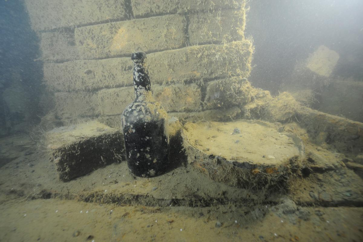 Beer salvaged from a shipwreck will be reproduced using modern industrial methods (Photo: Anders Näsman, Ålands Landskapsregering)