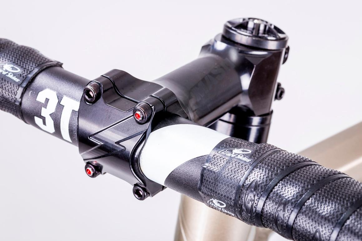 Hexlox (red inserts) applied to the bolts on a handlebar stem