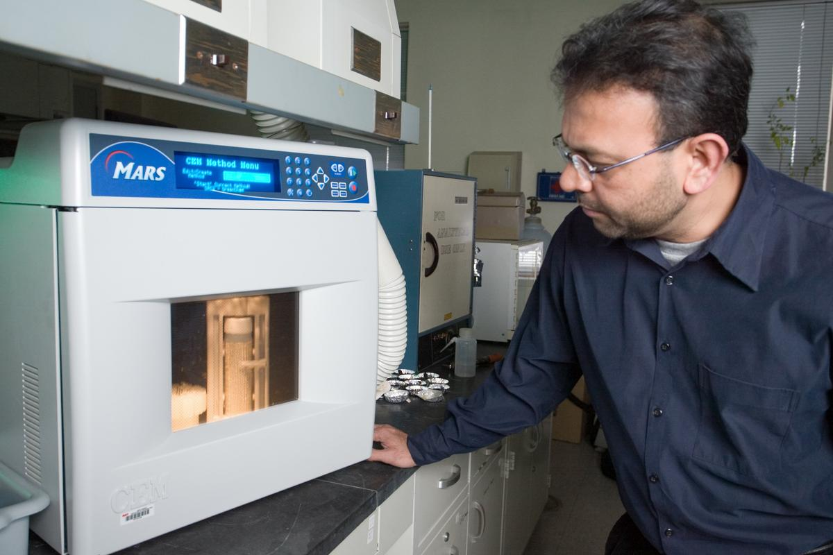 Prof. Somenath Mitra has developed a membrane incorporating carbon nanotubes, that could lead to a faster and more energy-efficient method of water desalination (Photo: NJIT)