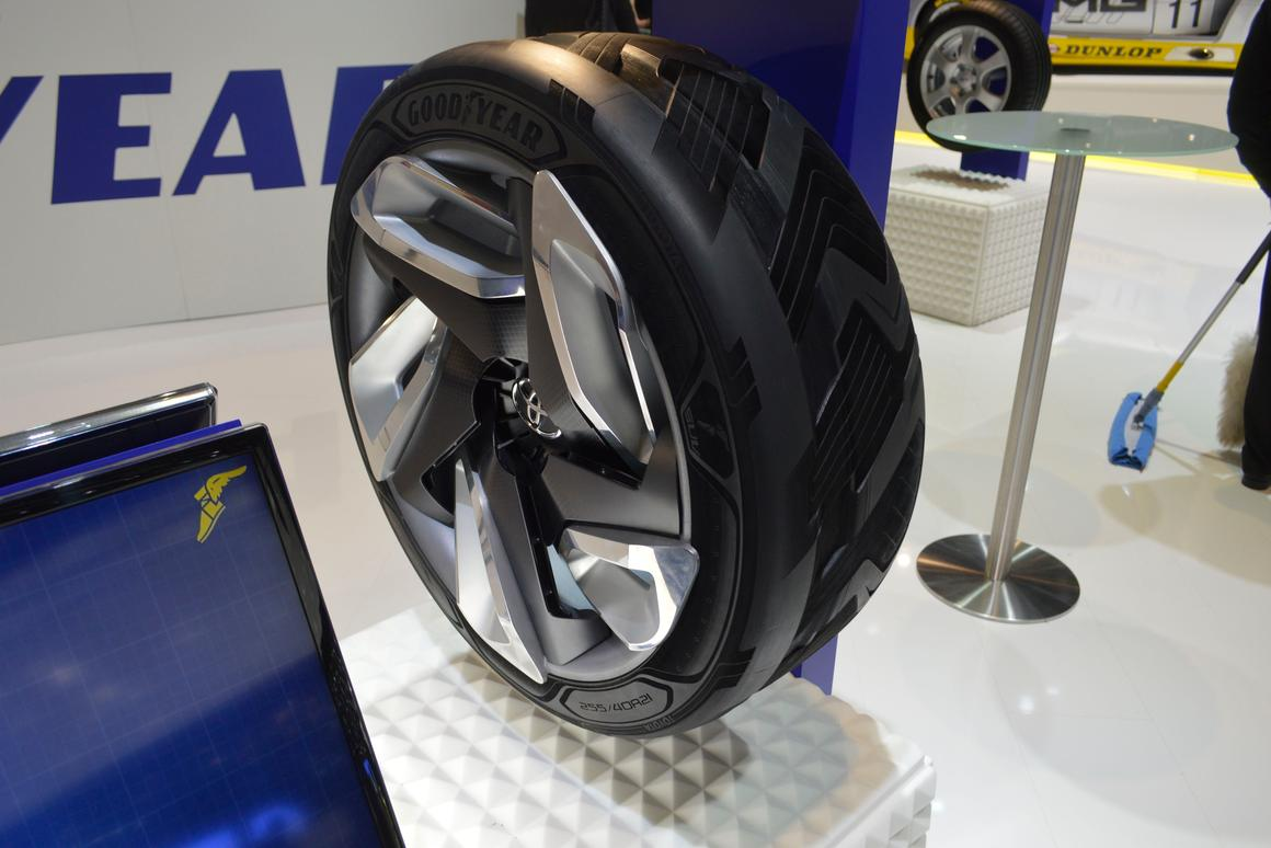 The BHO3 concept tire uses a thermo/peizoelectric net to turn heat and motion into electricity (Photo: C.C. Weiss/Gizmag.com)