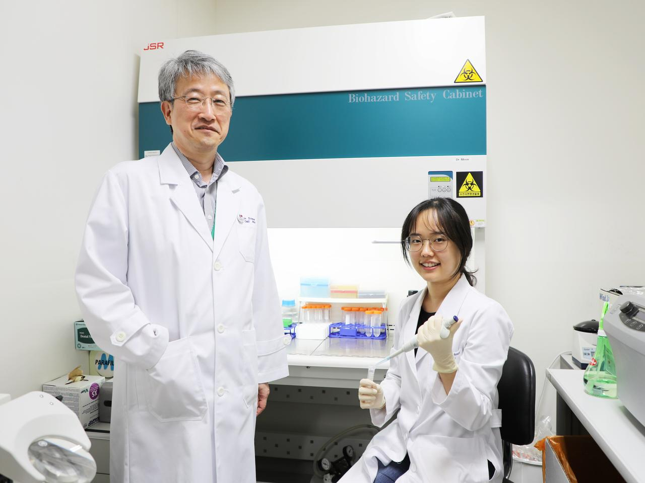 Alzheimer's researchers Professor Cheil Moon (left) and Gowoon Son (right) analyzing nasal discharge samples in the lab at Daegu Gyeongbuk Institute of Science and Technology