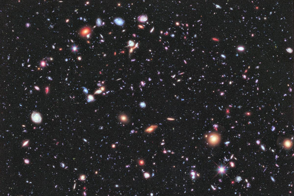 The Universe is big, and so is the challenge of understanding its large-scale structure (Photo: Hubble Ultra Deep Field / NASA; ESA; G. Illingworth, D. Magee, and P. Oesch, University of California, Santa Cruz; R. Bouwens, Leiden University; and the HUDF09 Team)