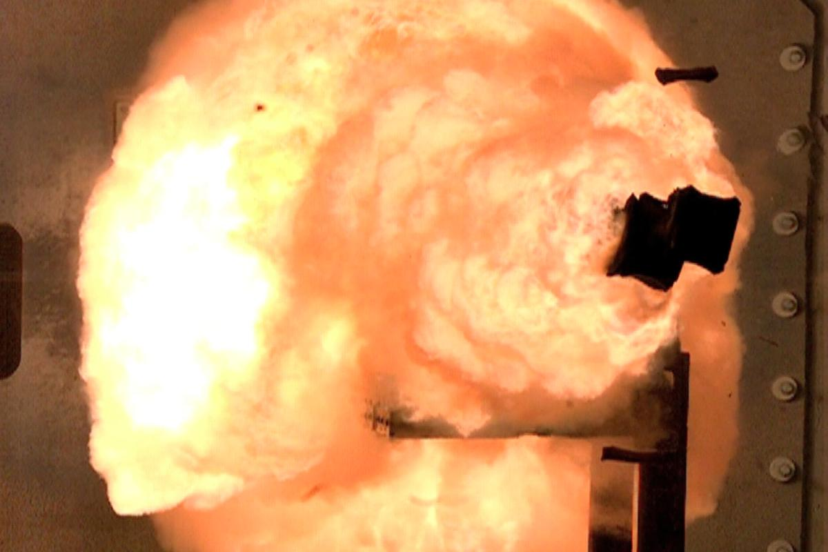 The first full-energy shots from the electromagnetic railgun prototype launcher captured from a high-speed camera (Photo: U.S. Navy)