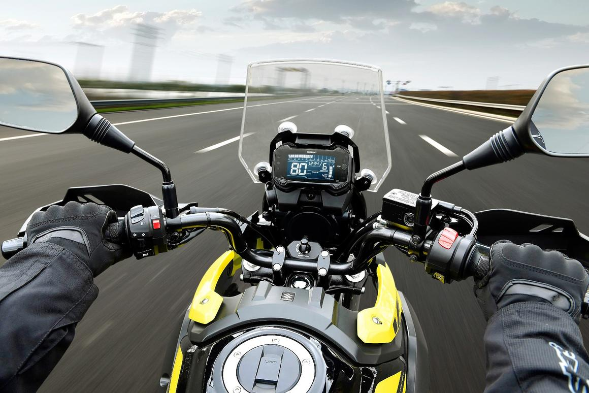 Suzuki V-Strom 250 ABS: on the road