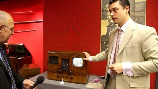 Bonham's Laurence Fisher talks us through the HMV type 905 table model television
