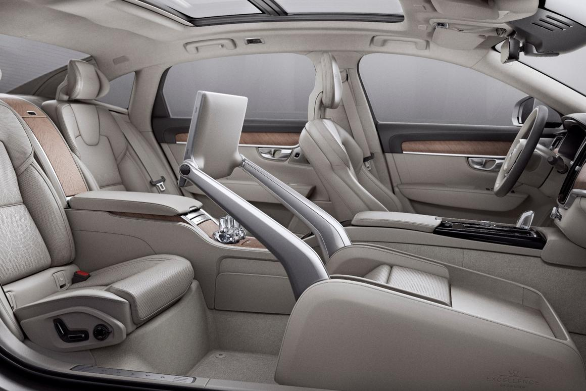 The front passenger seat in the S90 Excellence is replaced by a multi-mode space that allows backseat executives to work, rest or play in style