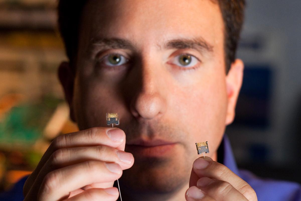 Intel engineer, Dr. Mario Paniccia, holds the thin optical fiber used to carry data from one end of the 50G Silicon Photonics Link to the other