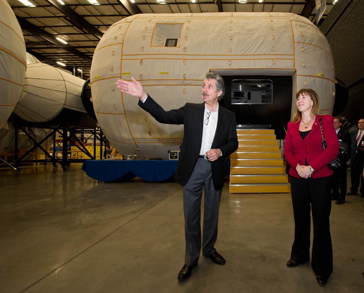 NASA Deputy Administrator Lori Garver visiting Bigelow aerospace in 2011 (Image: NASA/Bill Ingalls)