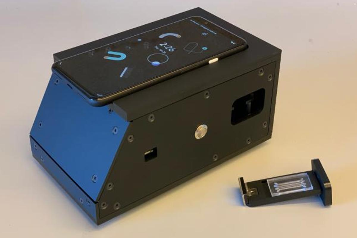 A prototype device that uses a smartphone camera as part of a COVID-19 rapid diagnostic test