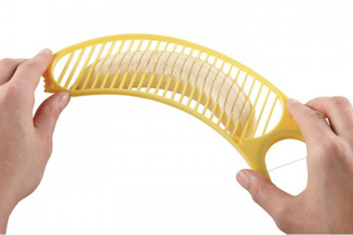 The 3-in-1 Banana Split Tool has a series of plastic edges allow you to slice the banana neatly into up to 20 pieces