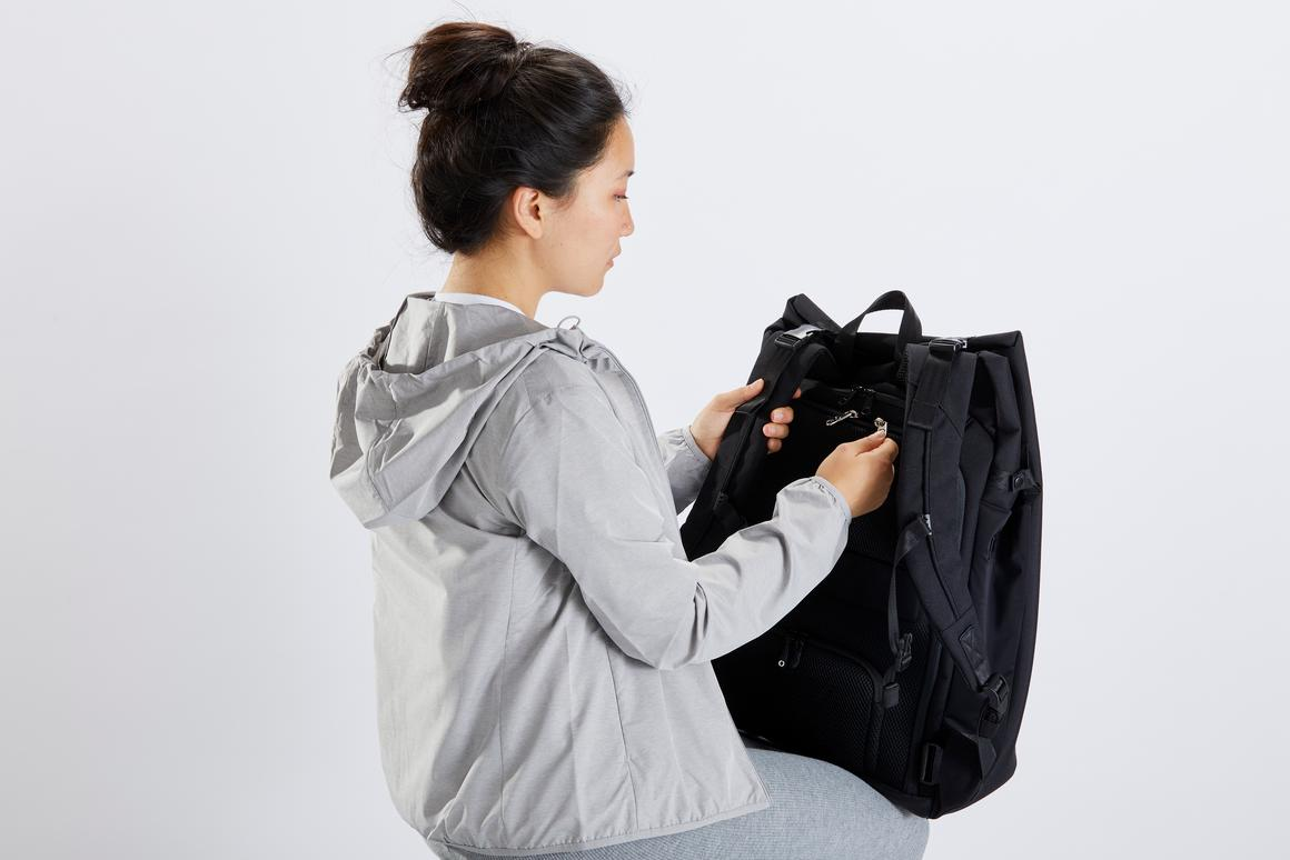 The RiutBag X35 puts all access points to the rear, against the wearer's back, and can be expanded from everyday commute size to carry-on luggage size in seconds