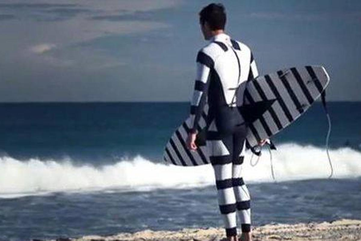 The Warning Pattern suit is based on fish patterns that warn off attackers