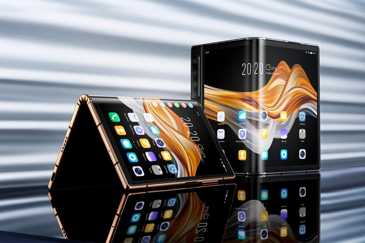 The FlexPai 2 folds out to have a 7.8-inch display