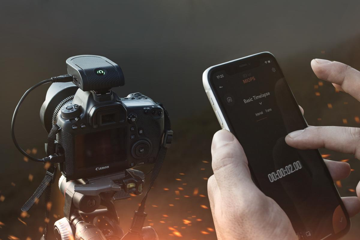 The Flex photo creativity device is mounted to a camera's hot shoe, and wirelessly controlled by a smartphone app