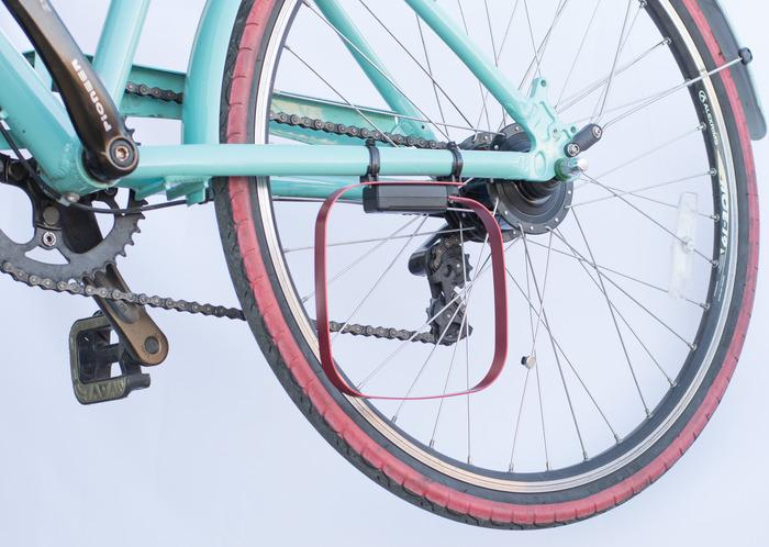 The Veloloop mounts on the non-drive-side chain stay
