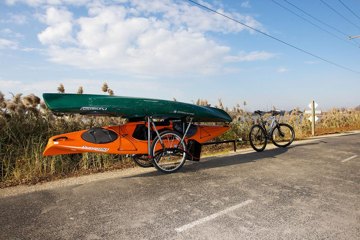 The Rollout Trailer helps motivated cyclists to ditch the car … even when they have heavy gear to haul
