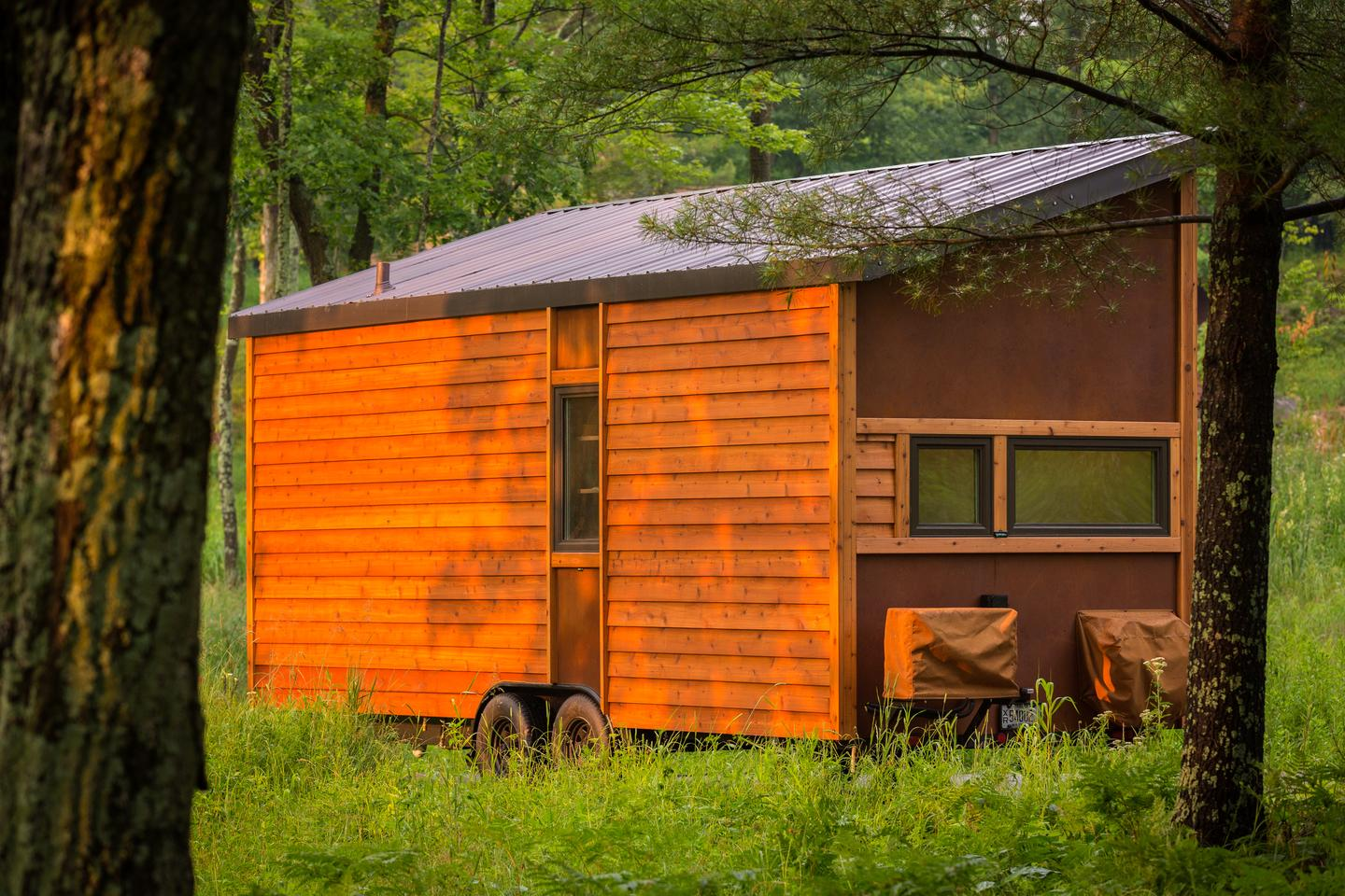 With a recycled Maple Dakota plank exterior, the ESCAPE Traveler sports a rural look