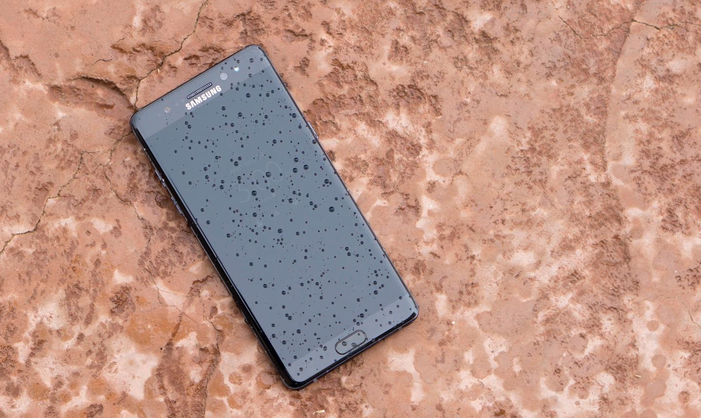 The Note 7 showing off its IP68 water resistance