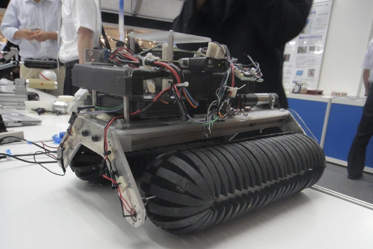 A Japanese team has developed the Omni-Crawler, a crawler-type vehicle that can move in all directions (Image: DigInfo)