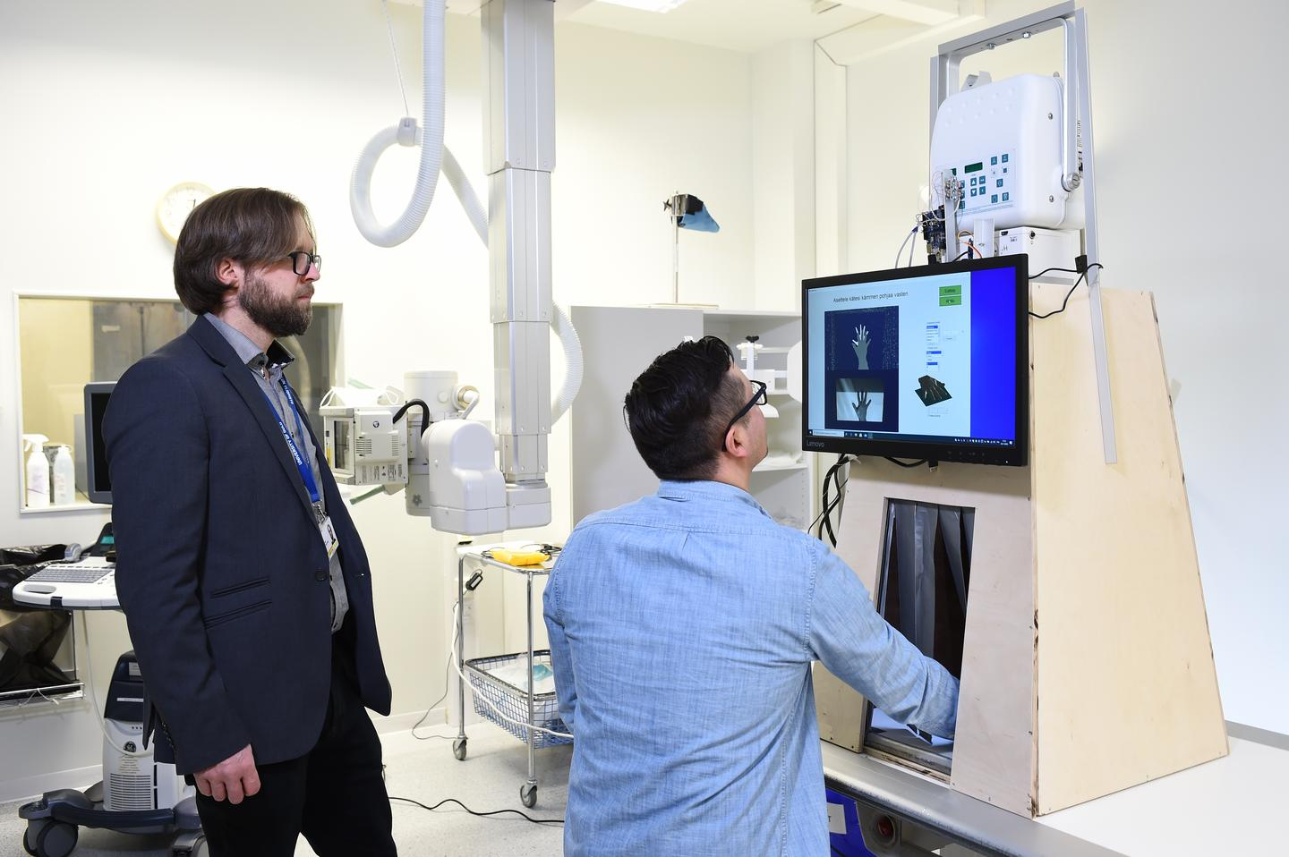 The prototype portable X-ray machine, with its designers Timo Liimatainen and Matti Hanni