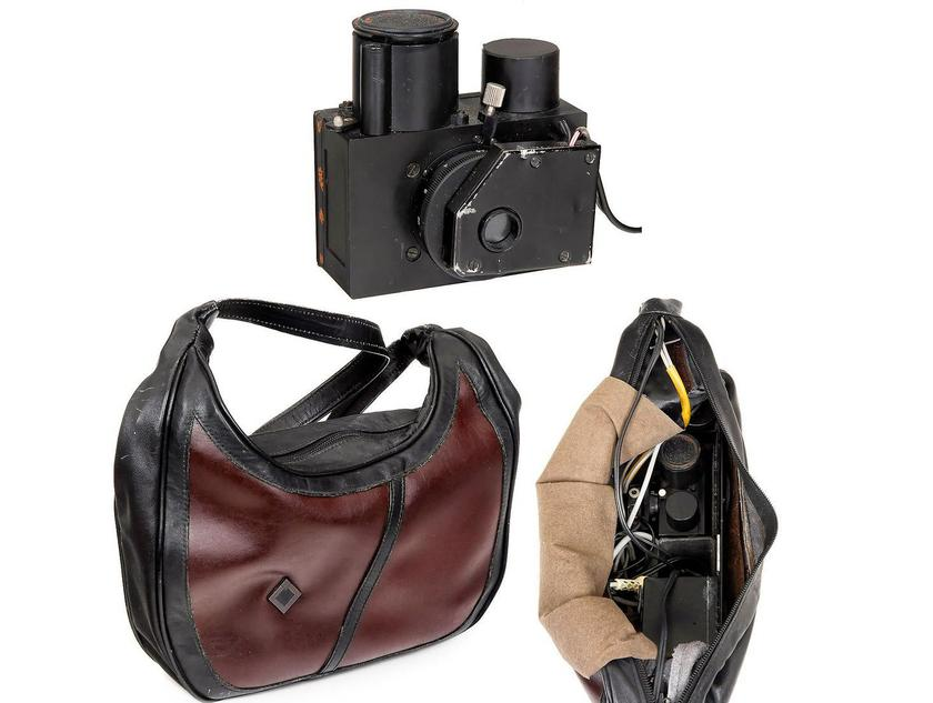 This Russian handbag spy camera used standard 35 mm film, had an electric drive and (oddly) manual focusing – estimate €1,300 - €1,700