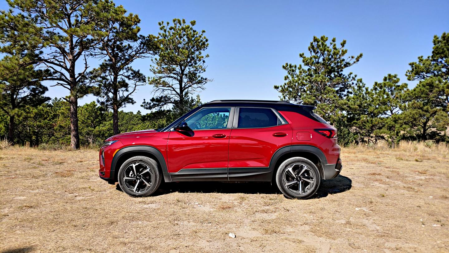Design cues for the new 2021 Trailblazer are very similar to the new Chevrolet Blazer and the brand's car lineup