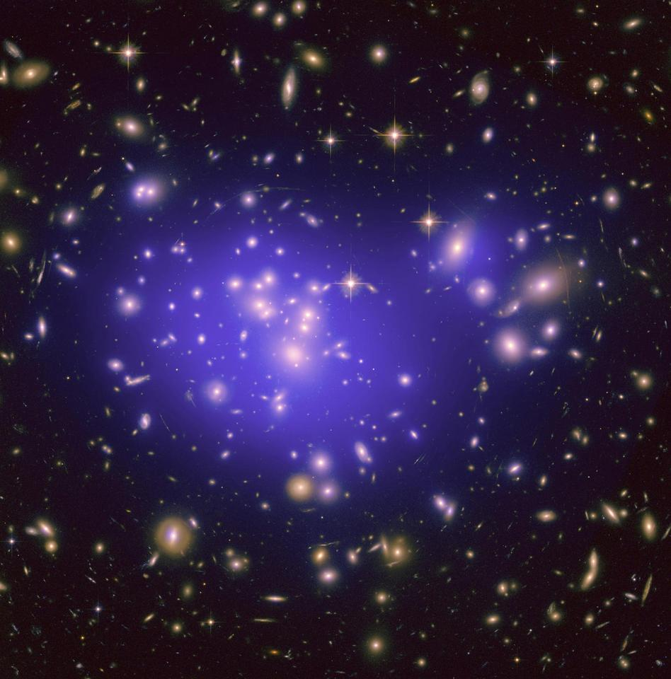 The Hubble Space Telescope image of the inner region of Abell 1689, an immense cluster of galaxies located 2.2 billion light-years away (Image: NASA/ESA/JPL-Caltech/Yale/CNRS)